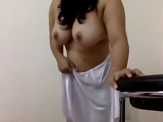 Diya Showcases her Big assets