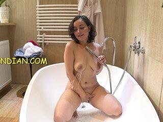 Indian Bhabhi nude shower video showing her desi choot