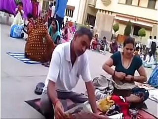 Desi aunty change dress in public boob show