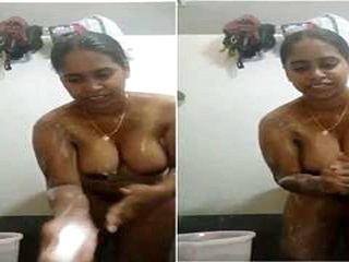 Today Exclusive-sexy Mallu Girl Bathing